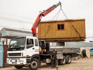 Аренда манипулятора для перевозки строительных бытовок